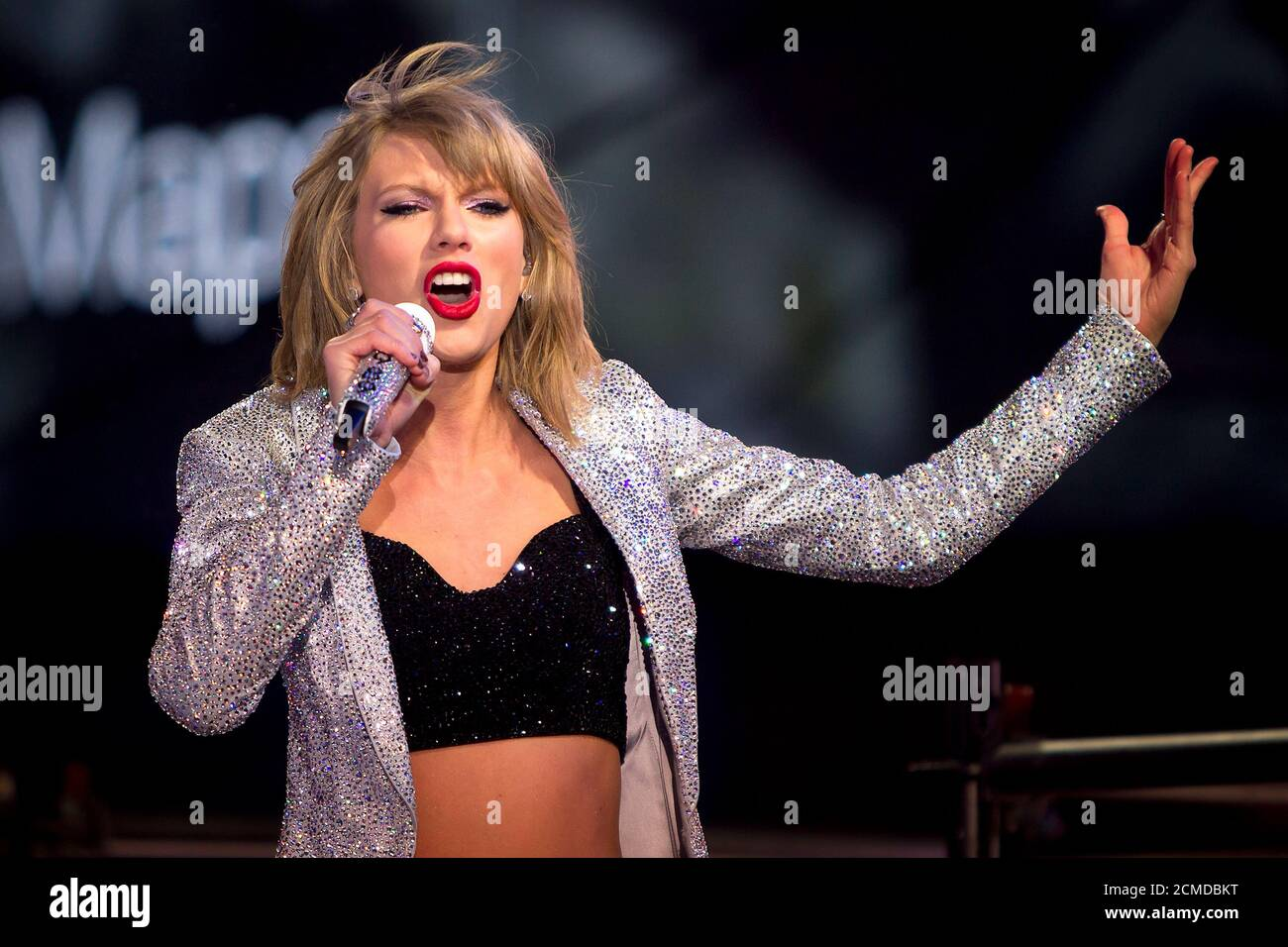 Taylor Swift Performs In Times Square On New Year S Eve In New York New York U S December 31 2014 Reuters Carlo Allegri File Photo Stock Photo Alamy