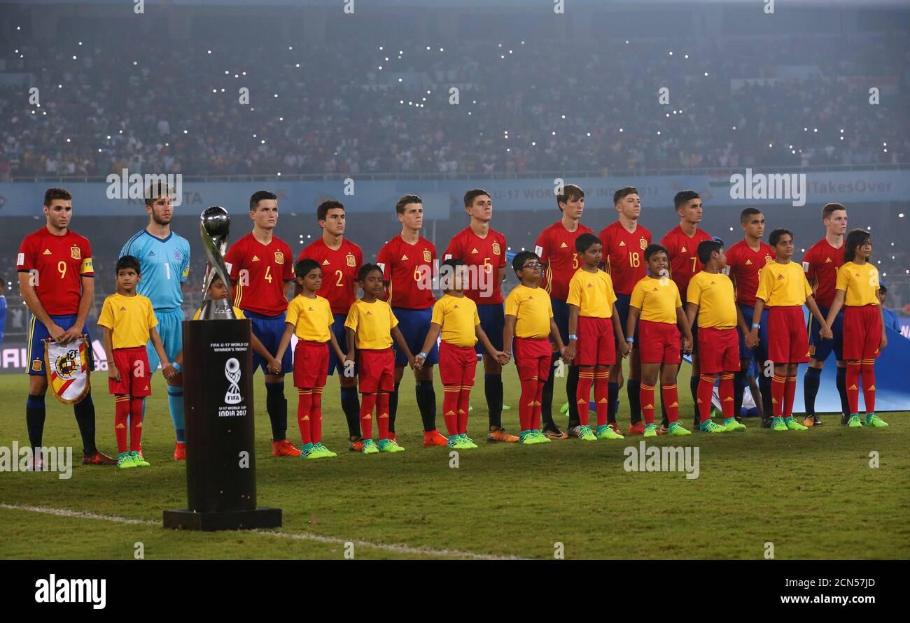 ¿Cuánto mide Moha Moukhliss? - Altura  Soccer-football-fifa-under-17-world-cup-final-england-vs-spain-vivekananda-yuba-bharati-krirangan-kolkata-india-october-28-2017-spain-players-line-up-during-the-national-anthem-before-the-match-reutersdanish-siddiqui-2CN57JD