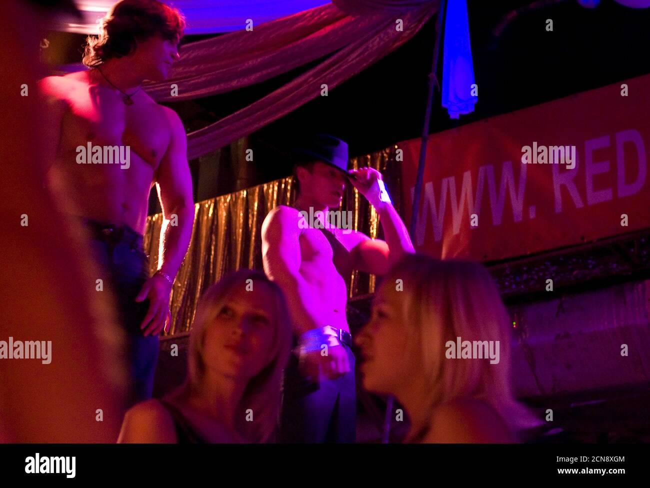Стриптиз клуб 2007 владивосток ночные клубы