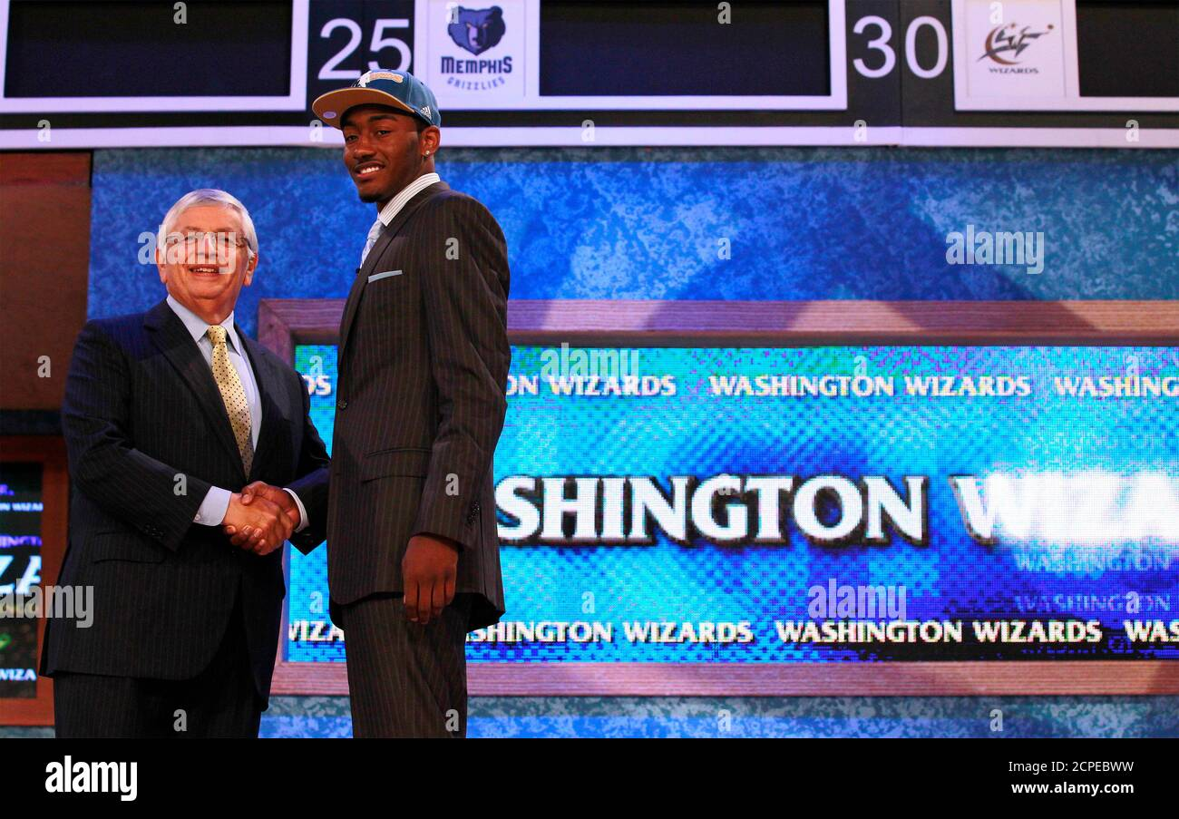 John Wall from the University of Kentucky shakes hands with NBA Commissioner David Stern (L) after being selected by the Washington Wizards as the first overall pick in the 2010 NBA Draft in New York, June 24, 2010.  REUTERS/Brendan McDermid (UNITED STATES - Tags: SPORT BASKETBALL) Stock Photo