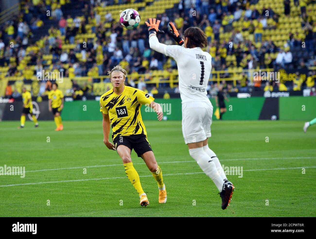 Football Goalkeeper High Resolution Stock Photography And Images Page 10 Alamy