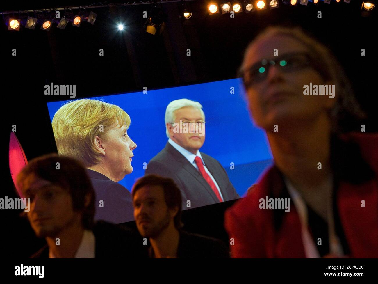 Journalists watch a televised debate between German Chancellor Angela Merkel (L), leader of Germany's Christian Democratic Union (CDU), and Frank-Walter Steinmeier, German Foreign Minister and candidate for chancellor of the Social Democratic Party (SPD), in Berlin September 13, 2009.  REUTERS/Thomas Peter  (GERMANY POLITICS ELECTIONS) Stock Photo
