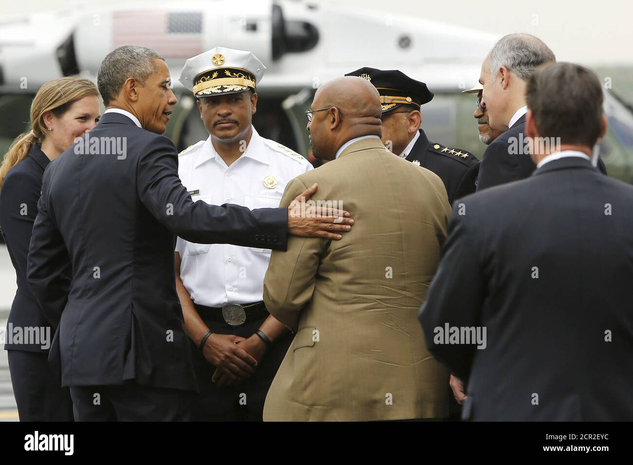 U.S. President Barack Obama (2nd L) talks with Philadelphia Mayor Michael Nutter (brown suit, center R) about the city's response after the derailment of an Amtrak train last week, as Obama arrives aboard Air Force One at Philadelphia International Airport in Philadelphia, Pennsylvania May 18, 2015. Obama landed in Philadelphia on Monday on his way to an unrelated event in Camden, New Jersey.  REUTERS/Jonathan Ernst Stock Photo