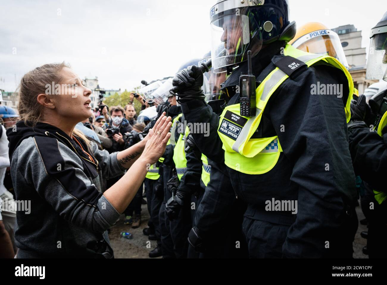 London, UK. 26th Sep, 2020. A women protester tryÕs to talk to the the MET police after they moved in on the Unite for Freedom rally after alleged reports they had broke the risk assignment arranged to carry out the rally. Emergency legislationÊknown as theÊCoronavirus Act 2020Êhas been introduced by the governmentÊto help theÊcountry cope with the demands caused by the coronavirus outbreak. Credit: Andy Barton/Alamy Live News Stock Photo