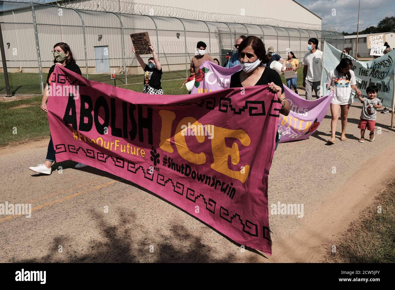 Ocilia, Georgia, USA. 26th Sep, 2020. Demonstrators gather outside of Irwin County Detention Center. Four Georgia immigration support agencies filed a complaint against Irwin County Detention Center (ICDC). Around 100 protesters met in Forsyth Park on Saturday to protest the treatment of women at the ICE Irwin County Detention Center in Ocilla. A complaint was filed by a nurse at the center, officials performed questionable hysterectomies, refused to test detainees for COVID-19 and shredded medical records. The complaint to the Homeland Security Department's internal watchdog relies on acc Stock Photo