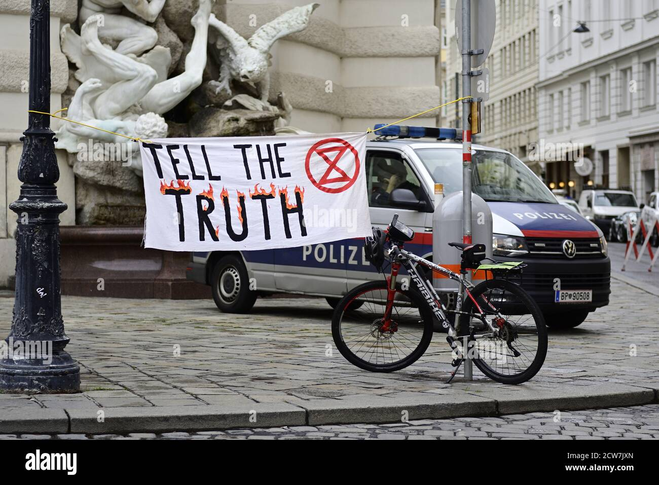 Vienna, Austria. 28th Sept 2020.  Extinction Rebellion Protest at Michaelerplatz in Vienna. At an event that was not registered according to the police, the activists occupied the square with tents and banners, among other things. Credit: Franz Perc/Alamy Live News Stock Photo