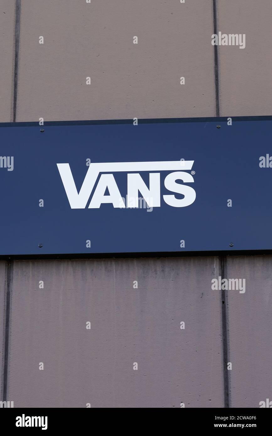 Bordeaux , Aquitaine / France - 09 25 2020 : Vans shop sign text ...