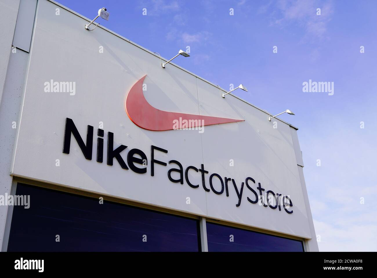 Escrupuloso Comiendo Frustrante  Bordeaux , Aquitaine / France - 09 25 2020 : Nike Factory Store text sign  and logo of discount sport clothing fashion and footwear Stock Photo - Alamy