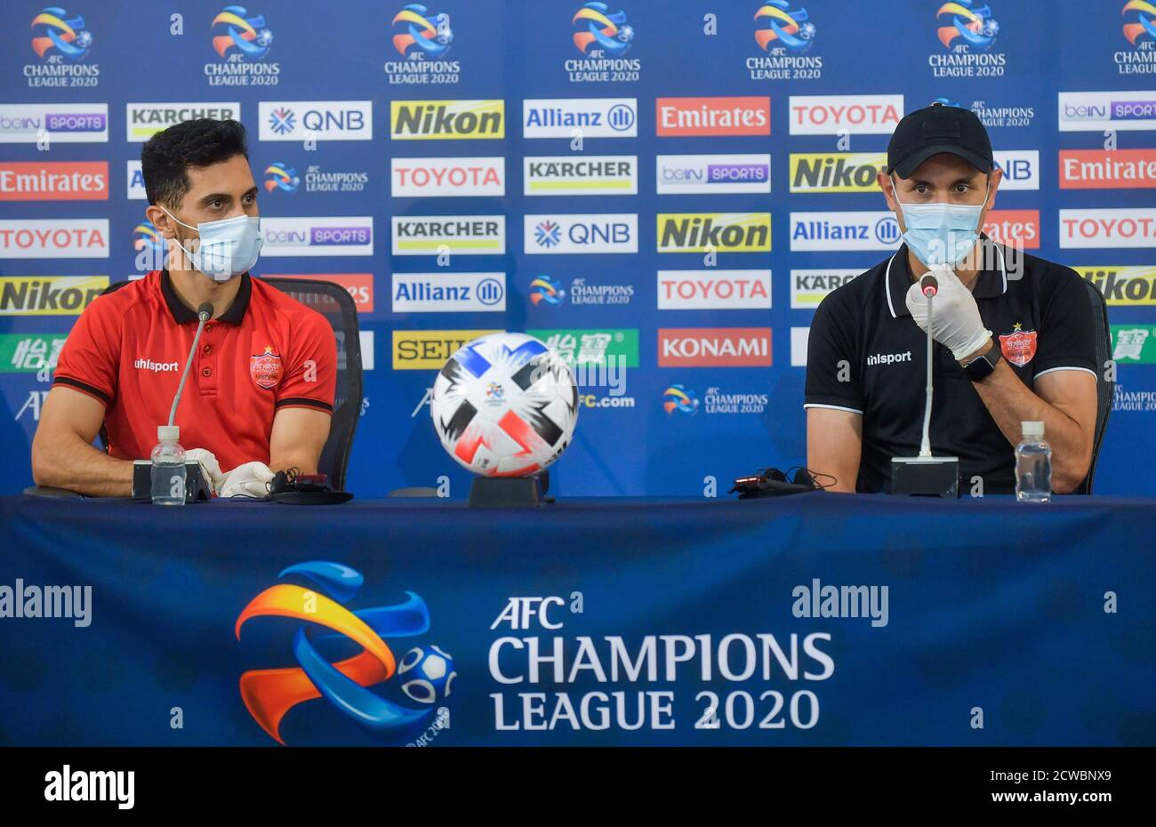 Doha Qatar 29th Sep 2020 Persepolis Fc Head Coach Yahya Golmohammadi R And Player Omid Ali