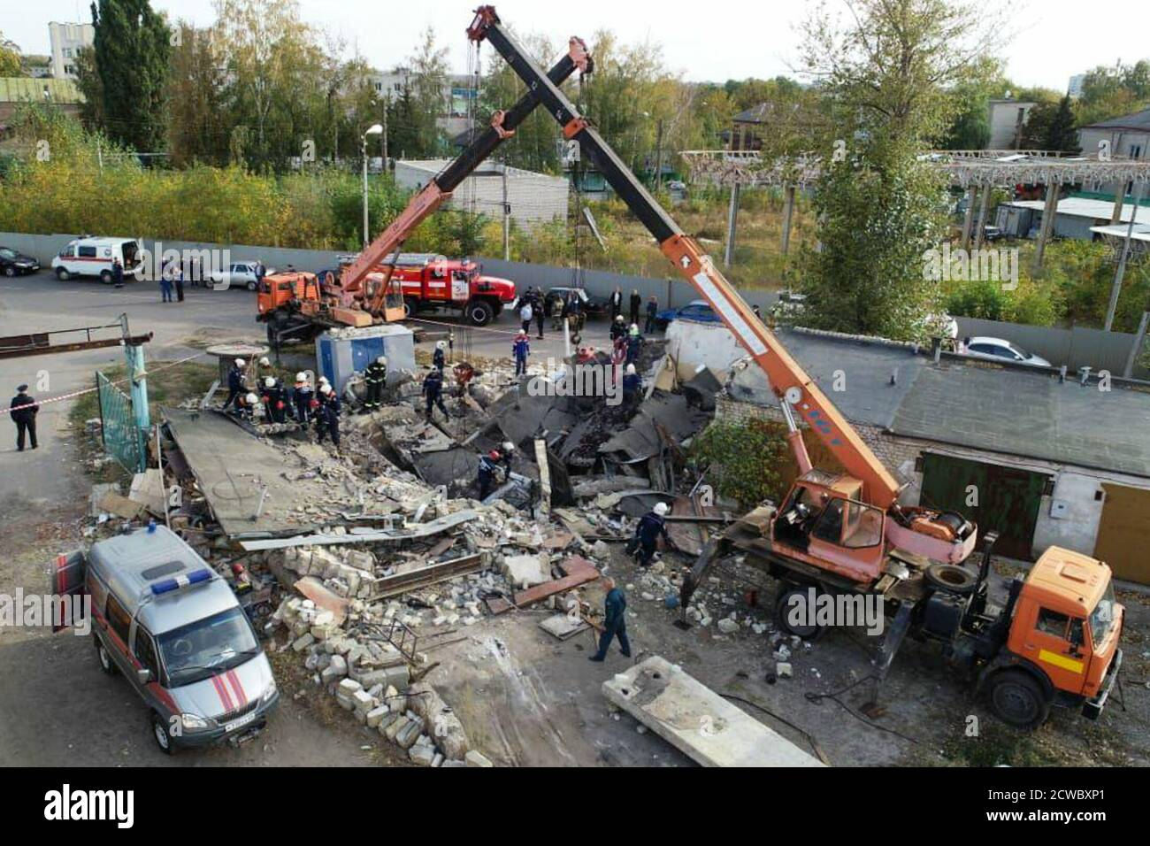 Tambov, Russia. 29th Sep, 2020. A view of the collapse site of garages after a gas cylinder has exploded in Montazhnikov Street. The area of destruction totals 80 square metres. Credit: The Press Office of the Kaluga Region Branch of the Russian Emergency Situations Ministry/TASS/Alamy Live News Stock Photo