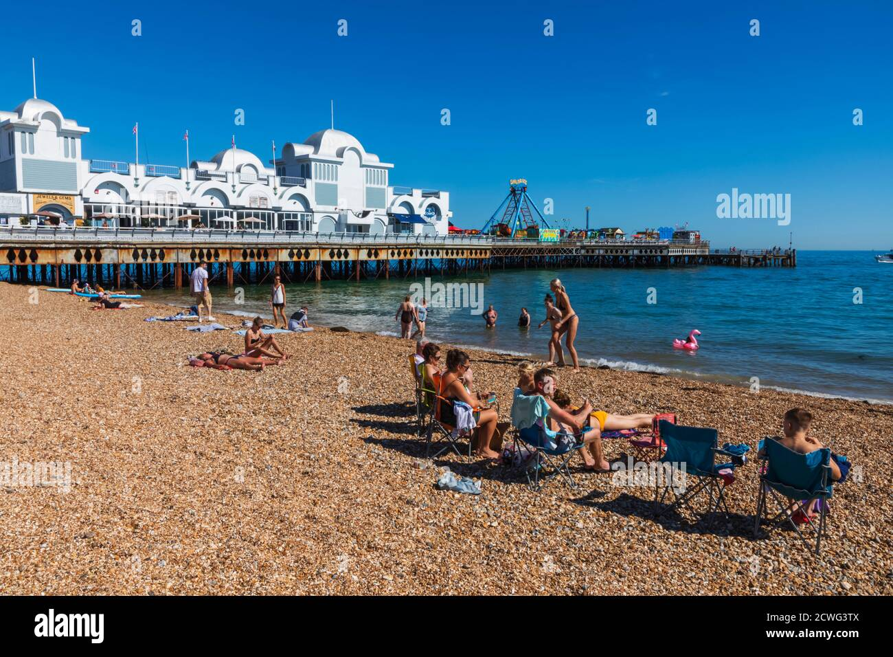 England, Hampshire, Portsmouth, Southsea, Beach and South Parade Pier Stock Photo