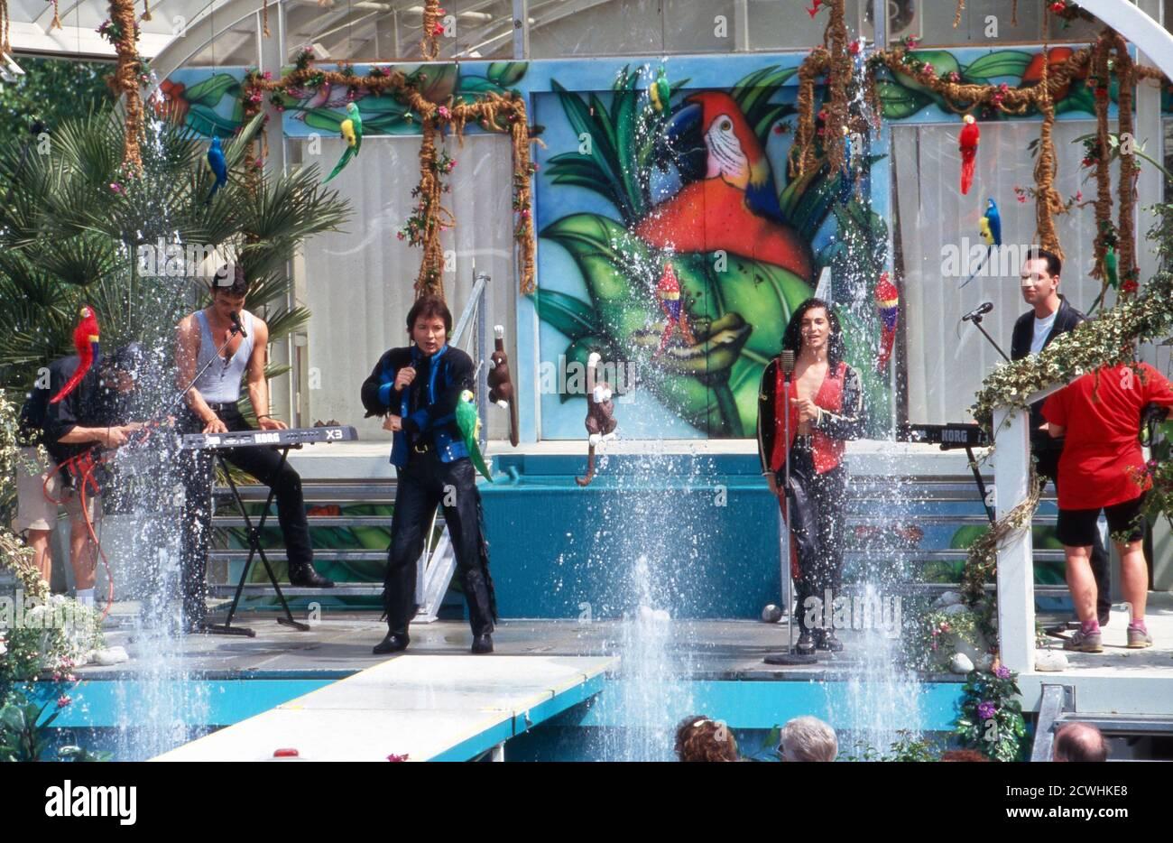 ZDF Fernsehgarten, Sonntags-Unterhaltungsshow, Sendung vom 3. Juli 1994, Gaststar: Sänger Peter Orloff Stock Photo