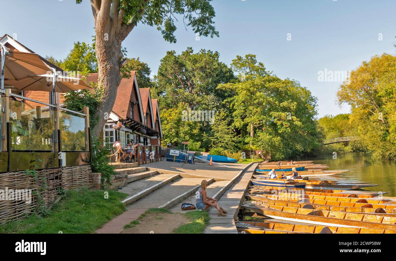 OXFORD CITY ENGLAND CHERWELL BOATHOUSE ON THE RIVER CHERWELL THE PUNTS AND BOATS MOORED AT THE JETTY Stock Photo