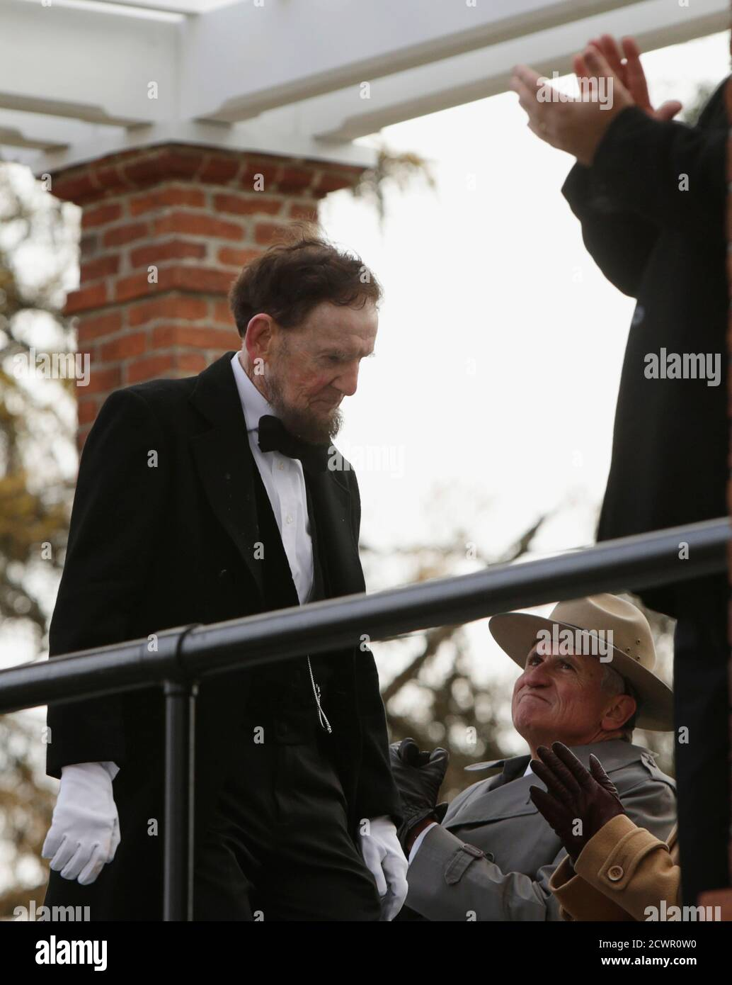 James Getty (L), portraying U.S. President Abraham Lincoln, is applauded after delivering the Gettysburg Address at the Gettysburg National Cemetery in Pennsylvania November 19, 2013. Lincoln travelled to Gettysburg in 1863 to deliver a few concluding remarks at a formal dedication. Today marks the 150th anniversary of  Lincoln's famous two-minute speech.  REUTERS/Gary Cameron    (UNITED STATES - Tags: ANNIVERSARY POLITICS) Stock Photo