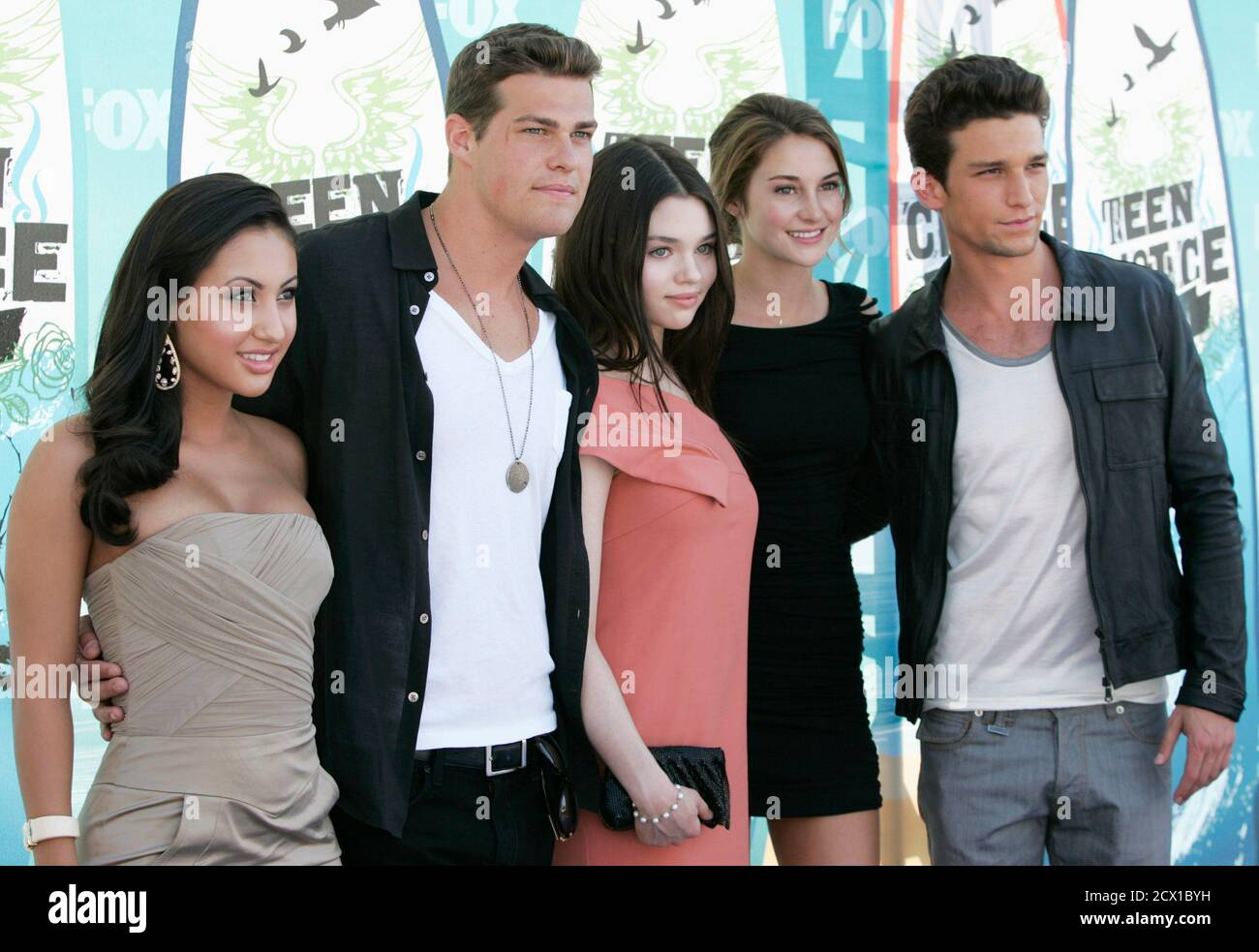 Daren Kagasoff And Shailene Woodley High Resolution Stock Photography And Images Alamy Drowns when the spirit of sierra heuermann supernaturally throws him into a swimming pool and he becomes caught in the pool cover; https www alamy com actors from l francia raisa greg finley india eisley shailene woodley and daren kagasoff arrive at the teen choice 2010 awards in los angeles august 8 2010 reutersjason redmond united states tags entertainment teenchoicearrivals image377430133 html