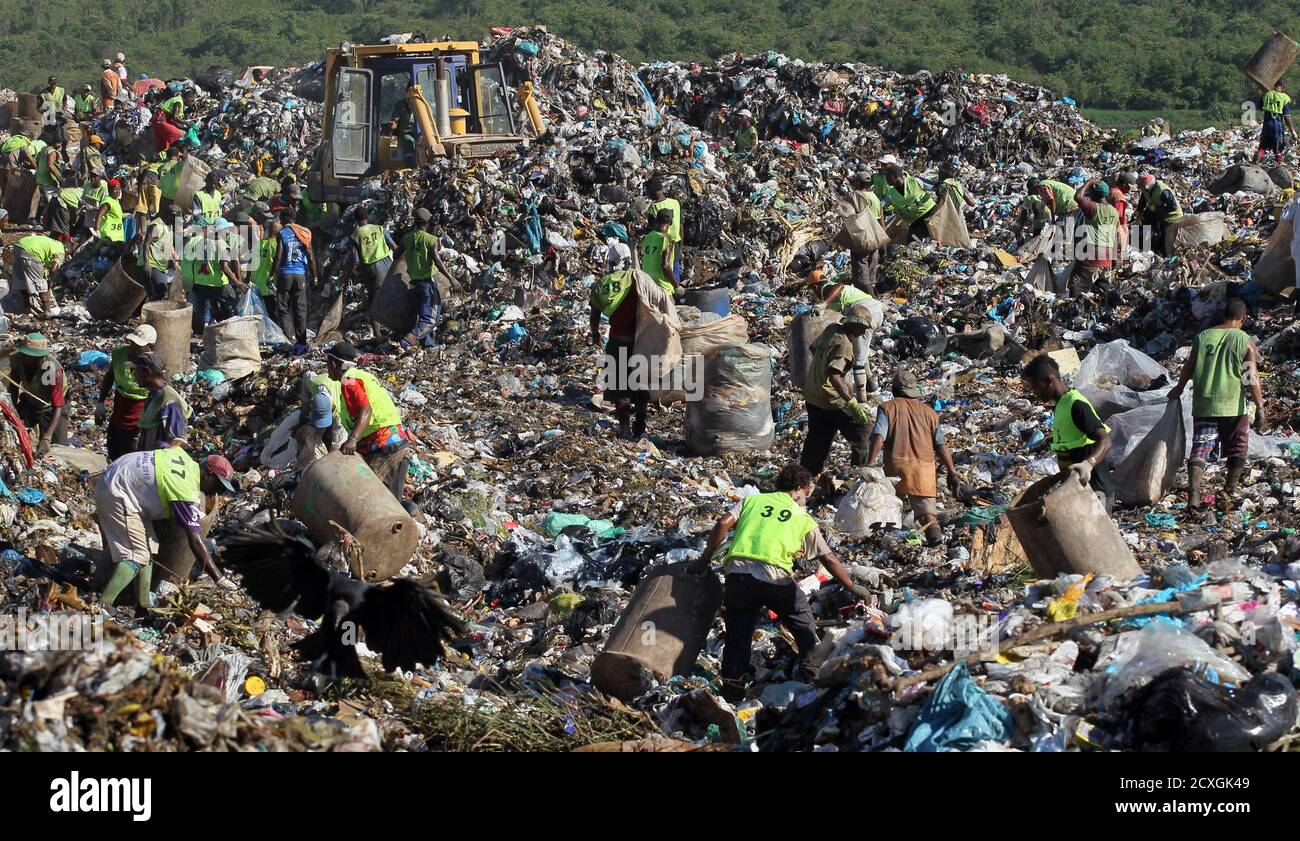 """People collect recyclable materials from Jardim Gramacho landfill, where the documentary Waste Land or """"Lixo Extraordinario"""" was filmed, in Rio de Janeiro January 28, 2011. Waste Land follows artist Vik Muniz on a journey from his home in Brooklyn to his native Brazil, where he met a band of garbage pickers in the world's largest garbage dump, Jardim Gramacho. Waste Land has been nominated for an Oscar for Best Documentary.  REUTERS/Sergio Moraes (BRAZIL - Tags: ENVIRONMENT SOCIETY) Stock Photo"""