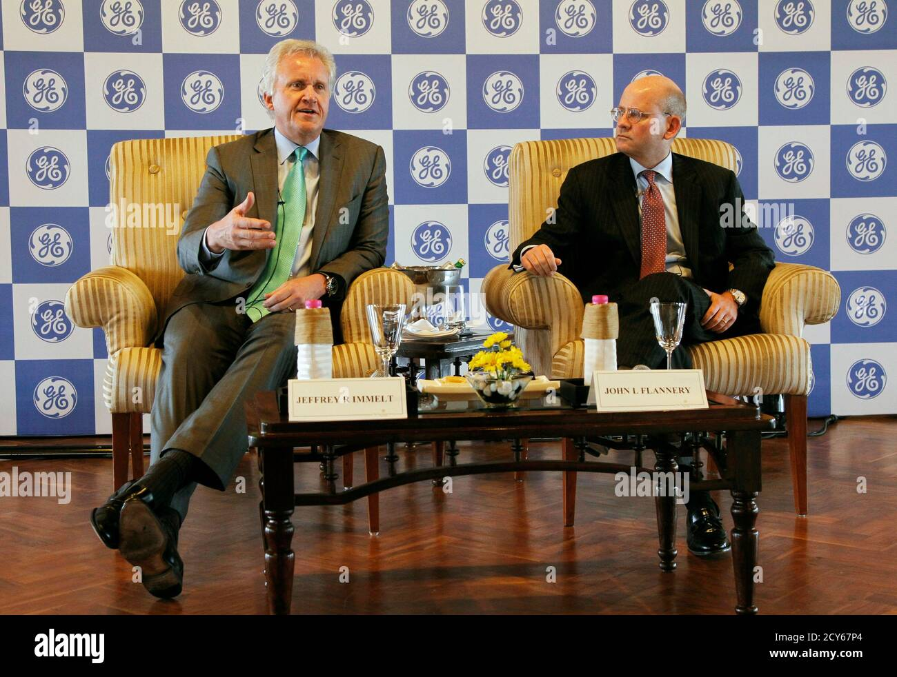 """General Electric Co Chief Executive Jeff Immelt (L) speaks with the media as John Flannery, head of GE in India, watches in New Delhi February 22, 2013. General Electric Co expects revenues from the company's Indian business to grow between 15 and 20 percent on a """"sustainable basis"""", Immelt said on Friday. GE, which installed India's first hydro power plant in 1902, has Indian revenues of about $2.8 billion and employs about 15,000 people there. REUTERS/B Mathur (INDIA - Tags: BUSINESS ENERGY) Stock Photo"""