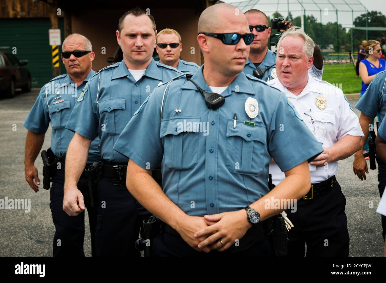 Ferguson Police Chief Thomas Jackson (R) walks away from a media availability regarding his office's handling of the release of information following the shooting of Michael Brown in Ferguson, Missouri August 15, 2014. Picture taken August 15, 2014.  REUTERS/Lucas Jackson (UNITED STATES - Tags: CIVIL UNREST CRIME LAW POLITICS) Stock Photo