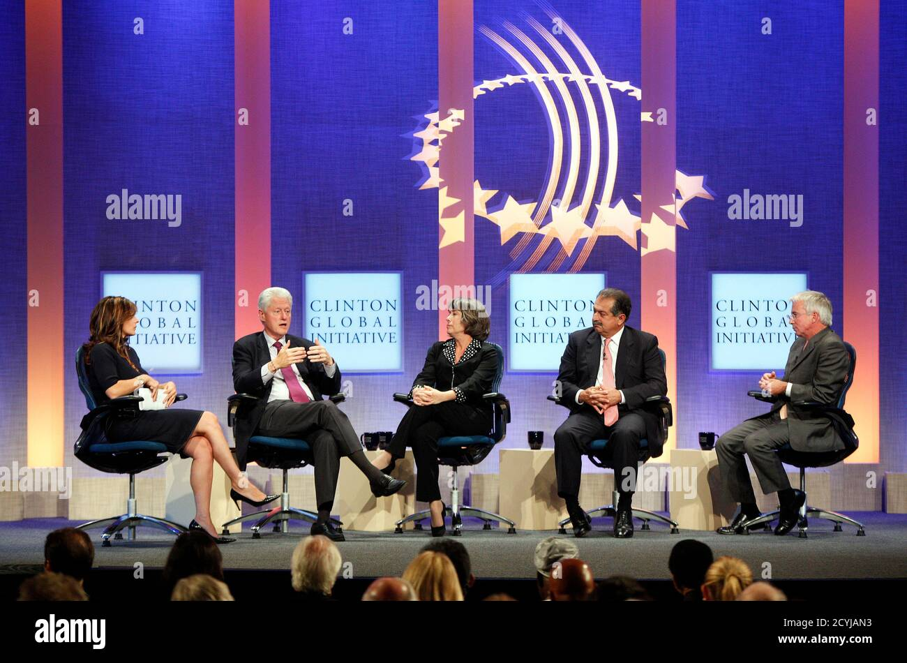 """Former U.S. President Bill Clinton (2nd L) answers a question from television reporter Maria Bartiromo (L) of CNBC, as Sheila Bair (C), Chairman of the Federal Deposit Insurance Corporation, Andrew Liveris (2nd R), Chairman and Chief Executive Officer of The Dow Chemical Company, and Peter Sands, Group Chief Executive for Standard Chartered Bank, listen during the taping of a program titled """"Meeting of the Minds,"""" at the Clinton Global Initiative in New York September 22, 2010.  REUTERS/Chip East (UNITED STATES - Tags: POLITICS BUSINESS SOCIETY) Stock Photo"""