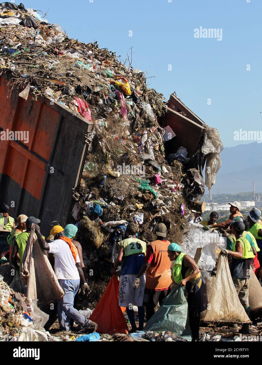 """People collect recyclable materials from Jardim Gramacho landfill, where the documentary Waste Land or """"Lixo Extraordinario"""" was filmed, in Rio de Janeiro January 28, 2011. Waste Land follows artist Vik Muniz on a journey from his home in Brooklyn to his native Brazil, where he met a band of garbage pickers in the world's largest garbage dump, Jardim Gramacho. Waste Land has been nominated for an Oscar for Best Documentary.  REUTERS/Sergio Moraes (BRAZIL - Tags: ENVIRONMENT SOCIETY IMAGES OF THE DAY) Stock Photo"""