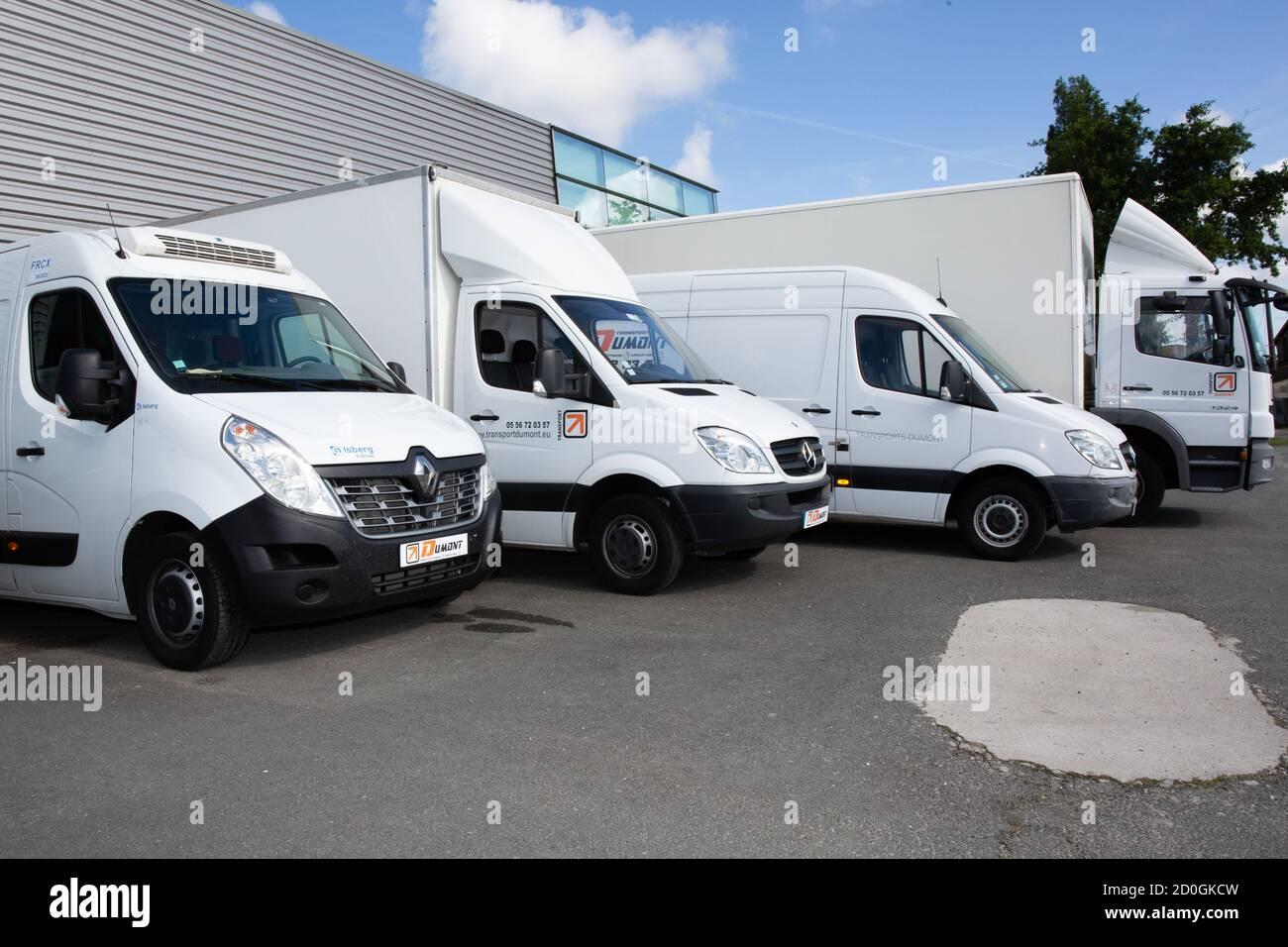 Bordeaux , Aquitaine / France - 09 25 2020 : transport dumont ...