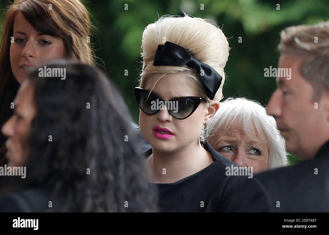 Kelly Osbourne Arrives With Other Mourners For The Cremation Of British Singer Amy Winehouse At Golders Green Crematorium In North London July 26 2011 The Funeral Of British Singer Amy Winehouse Was