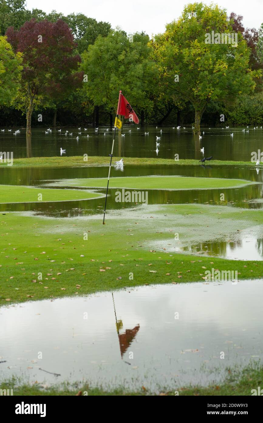 UK Weather. London, UK. Saturday, October 3, 2020. Brent Valley golf course in Hanwell, London, is flooded the day after heavy rain caused the river Brent to flood. Photo: Roger Garfield/Alamy Live News Stock Photo