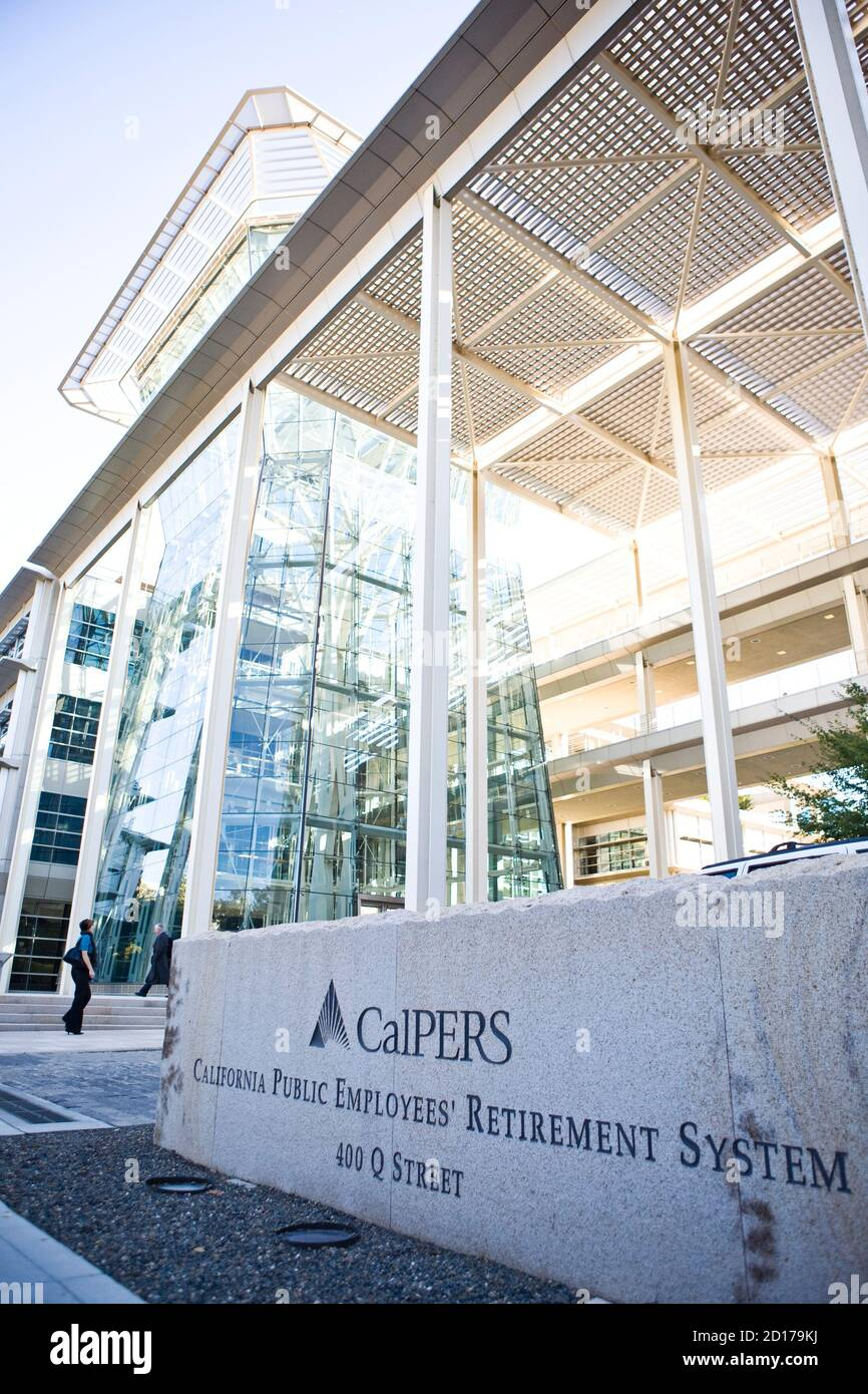 Calpers headquarters is seen in Sacramento, California, October 21, 2009. Calpers, the largest U.S. public pension fund, manages retirement benefits for more than 1.6 million people, with assets comparable in value to the entire GDP of Israel. The Calpers investment portfolio had a historic drop in value, going from a peak of $250 billion in the fall of 2007 to $167 billion in March 2009, a loss of about a third during that period. It is now around $200 billion. REUTERS/Max Whittaker   (UNITED STATES BUSINESS) Stock Photo