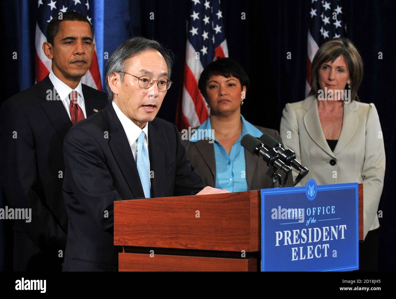 U.S. President-elect Barack Obama (2nd L) looks on as Steven Chu, director of Lawrence Berkeley National Lab, speaks after being introduced as Obama's Energy Secretary during a news conference in Chicago, December 15, 2008. Obama also named former Environmental Protection Agency (EPA) chief Carol Browner (R) to head a new council to coordinate White House energy, climate and environment policies, and Lisa Jackson (2nd-R), chief of staff for New Jersey's governor, to run the EPA.     REUTERS/Stephen J. Carrera (UNITED STATES) Stock Photo
