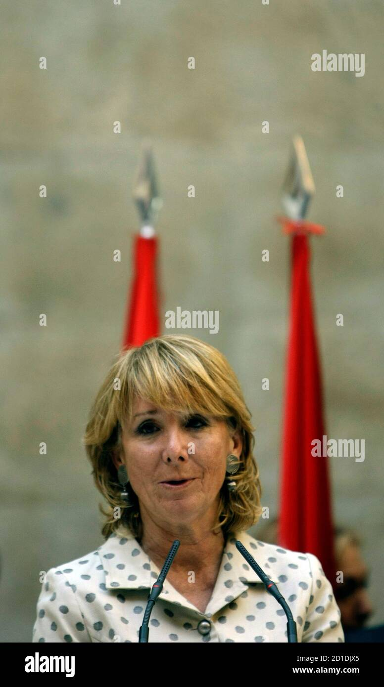 Esperanza Aguirre, Madrid regional president, speaks during a news conference in the regional headquarters of the Popular Party in central Madrid November 27, 2008. Aguirre explained how she escaped unhurt from the lobby of Mumbai's Trident-Oberoi hotel when Islamist militants fired automatic weapons indiscriminately and threw grenades before settling in for a long siege at the Taj and the Trident-Oberoi hotels.  REUTERS/Sergio Perez  (SPAIN) Stock Photo