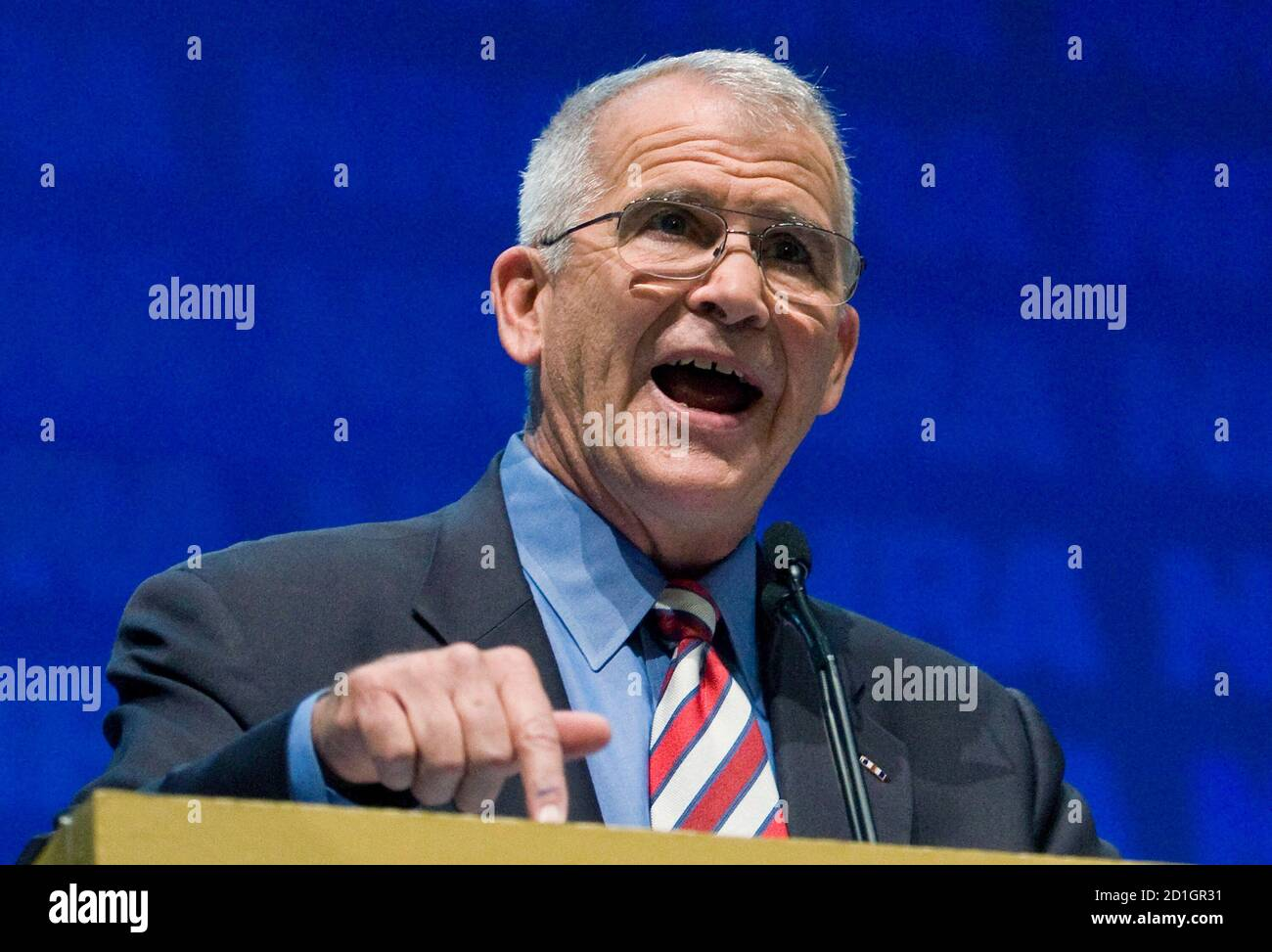 Retired U.S. Marine Corps Lt. Col. Oliver North speaks during the National Rifle Association's 139th annual meeting in Charlotte, North Carolina May 14, 2010. REUTERS/Chris Keane (UNITED STATES - Tags: POLITICS) Stock Photo