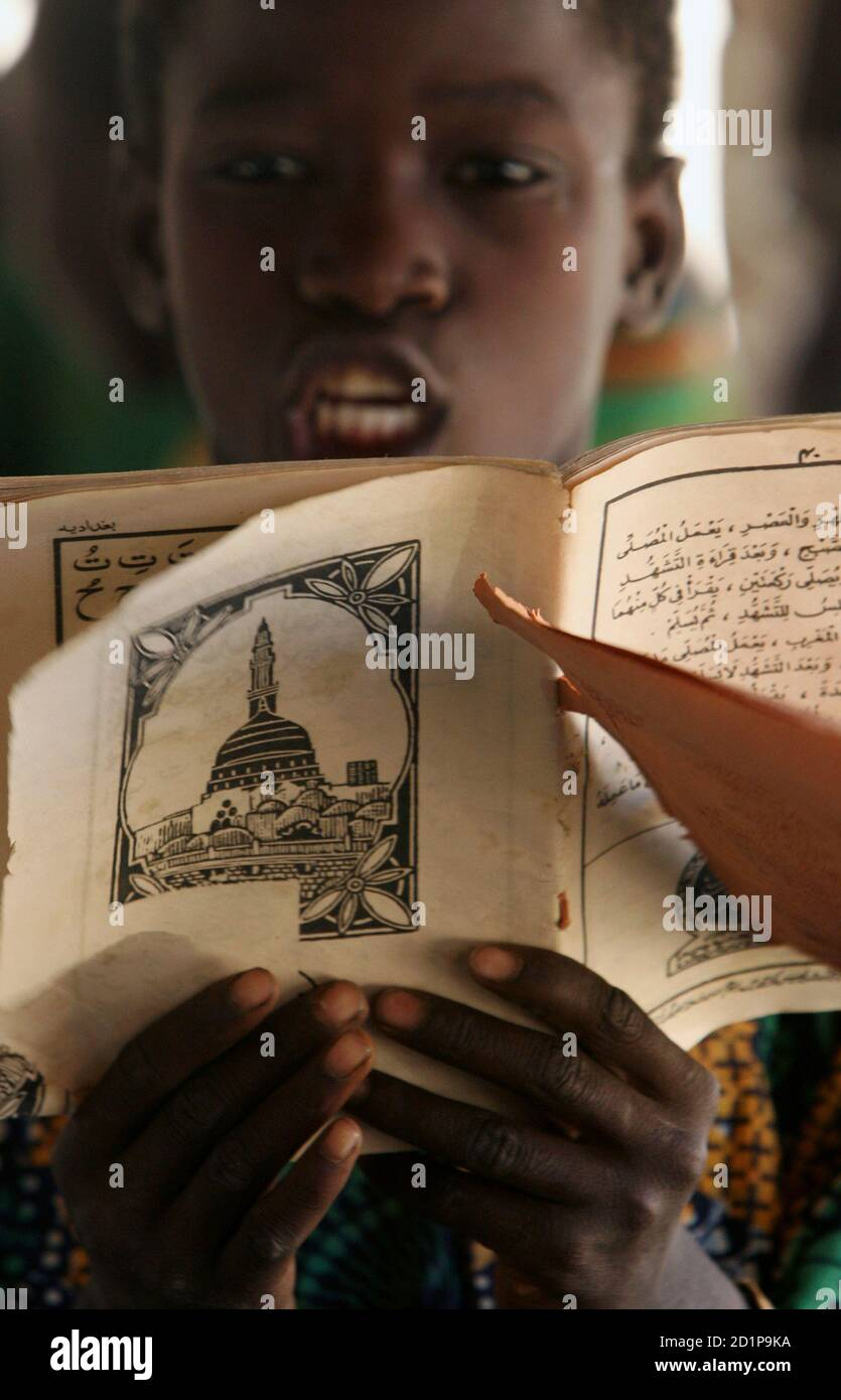 A Boy reads at an Islamic school in Gao, eastern Mali, November 16, 2006. The number of Islamic schools, or Madrasas, in the area has grown from about 15 to 41 in the past three years, with new ones springing up in areas where state schools are lacking. Photo taken on November 16, 2006. REUTERS/Luc Gnago Stock Photo