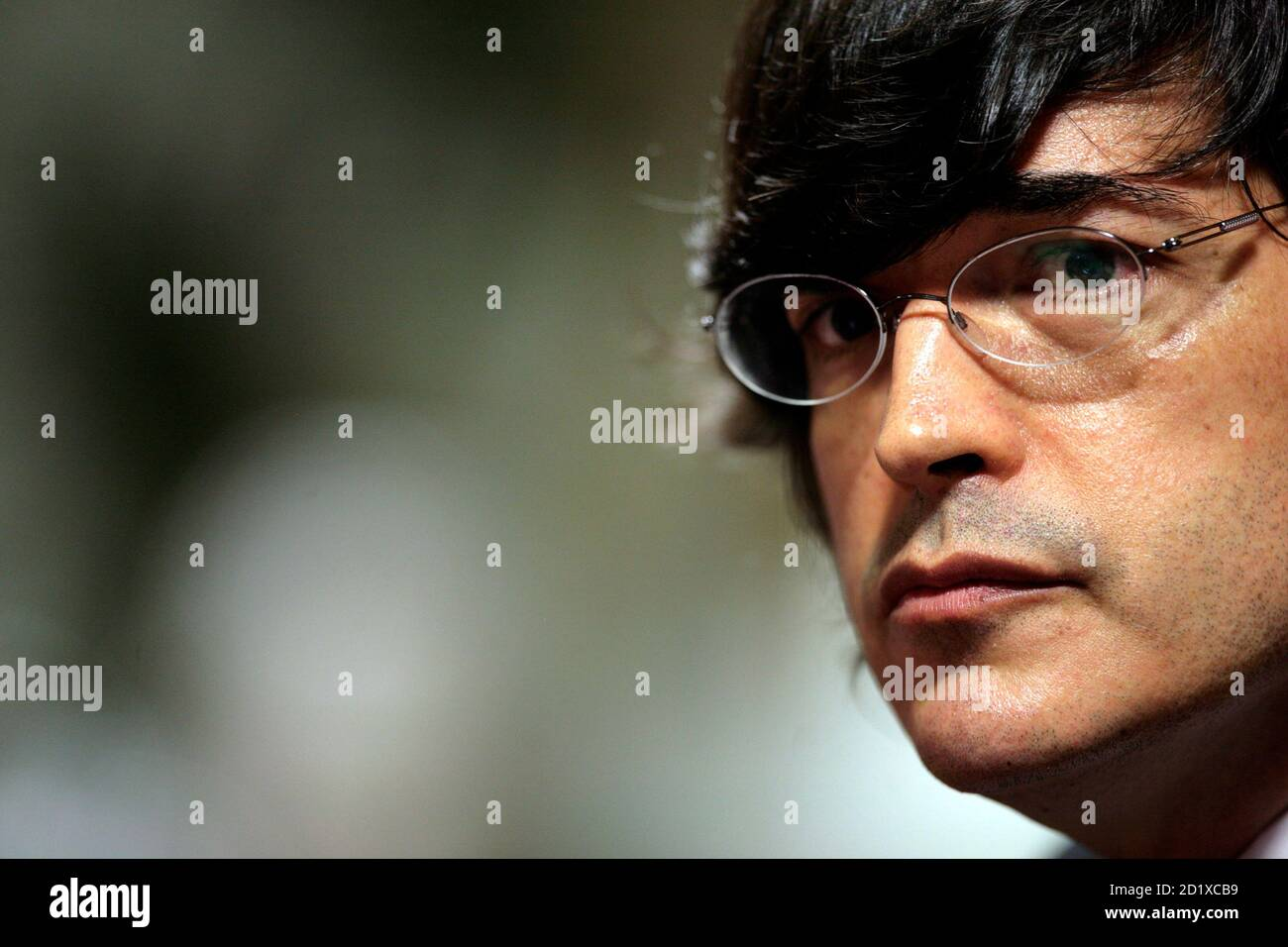 Peruvian Novelist And Tv Talk Show Host Jaime Bayly Talks To The Press During A Conference In Lima February 17 2010 Bayly Said He Wants To Be A Presidential Candidate For Peru S El periodista contó que tuvo una propuesta el conductor de televisión y escritor jaime bayly regresará a las pantallas peruanas. alamy