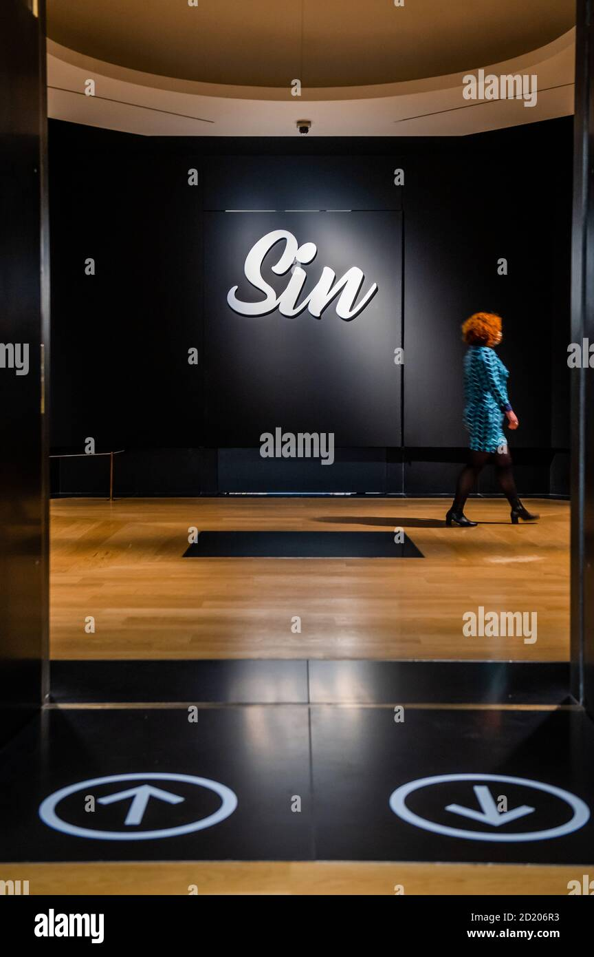 London, UK. 06th Oct, 2020. One way at the entrance - Sin a new exhibition at the National Gallery. The exhibition will run from 07 Oct 2020 to 03 January 2021 with social distancing, a one way system and other precautions due to the Coronavirus (Covid 19) outbreak. Credit: Guy Bell/Alamy Live News Stock Photo