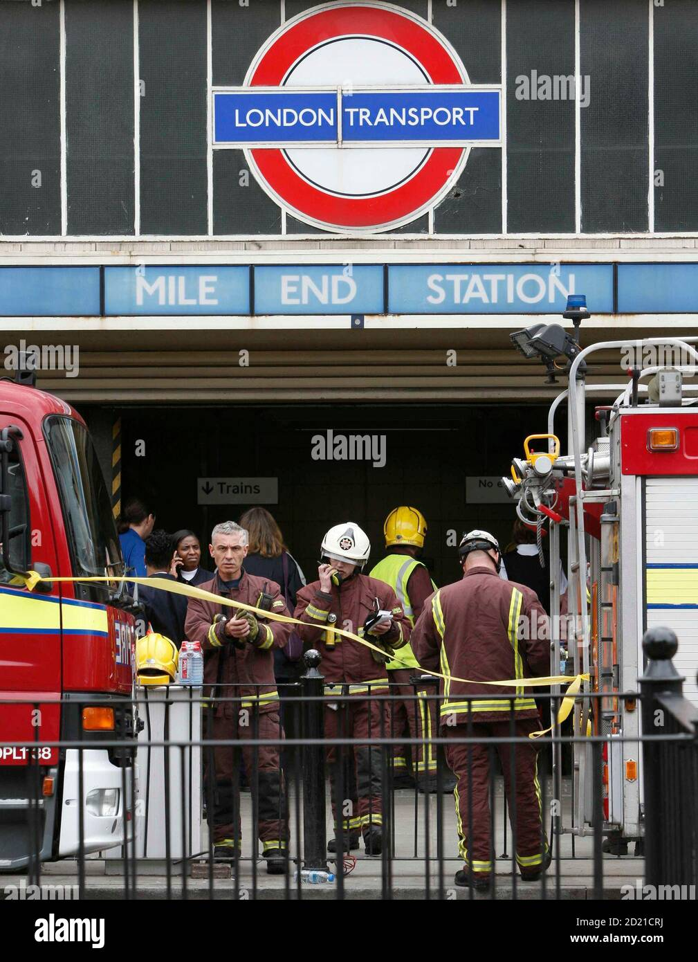 Members of the emergency services gather at the scene of a train derailment near Mile End in east London, July 5, 2007. An underground train came off the rails in London on Thursday and the London Underground transport system said it was investigating whether there had been an obstruction on the track. REUTERS/Stephen Hird  (BRITAIN) Stock Photo