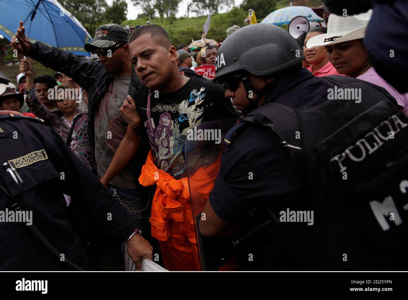 """A man accused of spying supporter Honduras' ousted president Manuel Zelaya is arrested by police during a protest on the outskirts of Tegucigalpa July 17, 2009.Venezuelan President Hugo Chavez said on Friday ousted Honduran President Manuel Zelaya would return to his country """"in the coming hours,"""" casting doubt on the outcome of mediation talks set for Saturday. REUTERS/Edgard Garrido (HONDURAS POLITICS CONFLICT) Stock Photo"""