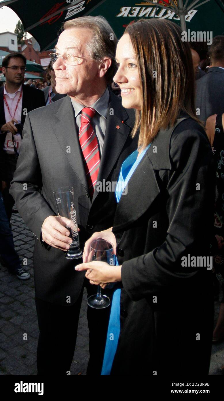 Franz Muentefering, leader of Germany's Social Democrats SPD, and his new girlfriend Michelle Schumann attend a summer festival of the party newspaper Vorwaerts (Forward) in Berlin, August 10, 2009.     REUTERS/Tobias Schwarz     (GERMANY POLITICS ENTERTAINMENT) Stock Photo