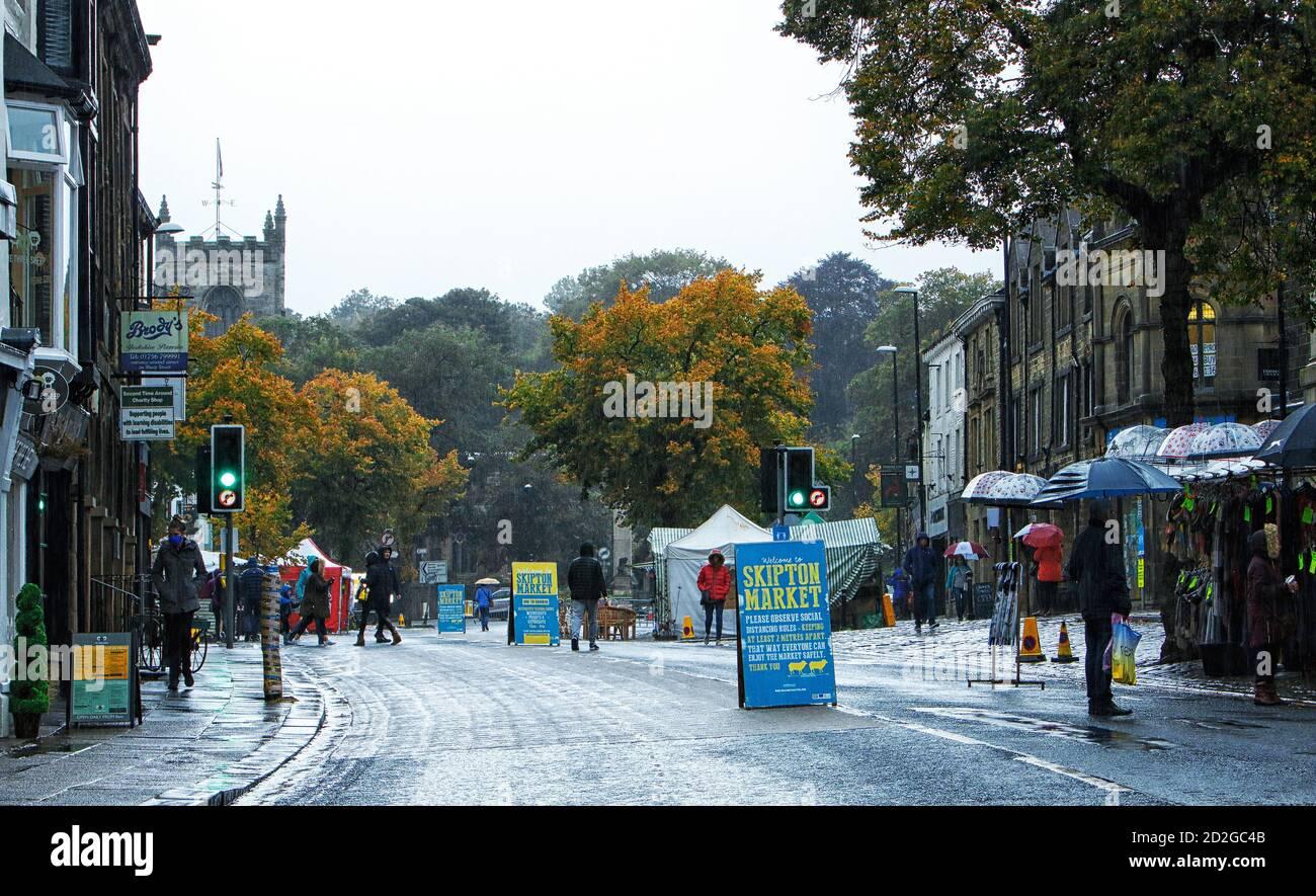 A cold wet autumn day on Skipton market, 03-10-2020 Stock Photo