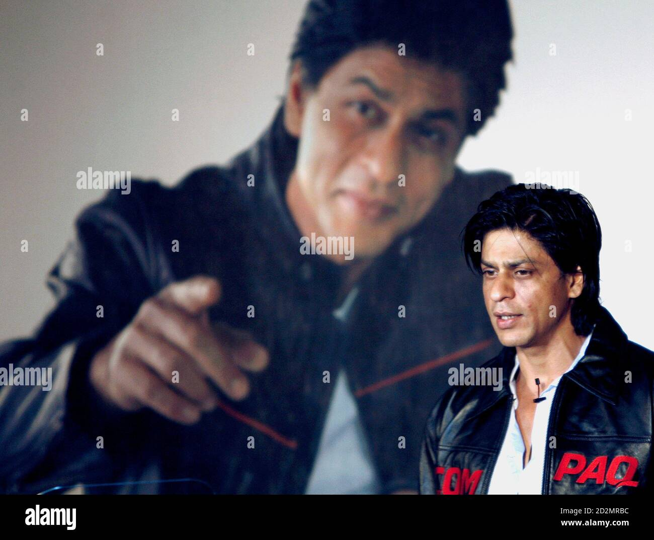 Bollywood actor Shah Rukh Khan speaks during a promotional event for Compaq computers, an information technology company, in Mumbai July 24, 2007. REUTERS/Punit Paranjpe (INDIA) Stock Photo
