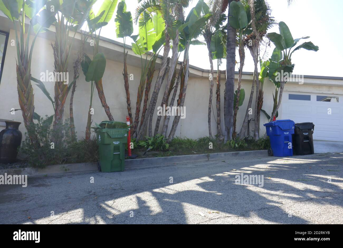 Los Angeles, California, USA 6th October 2020 A general view of atmosphere of Musician George Harrison's former home and musicians Paul Simon and Art Garfunkel's former home at 1567 Blue Jay Way on October 6, 2020 in Los Angeles, California, USA. Photo by Barry King/Alamy Stock Photo Stock Photo