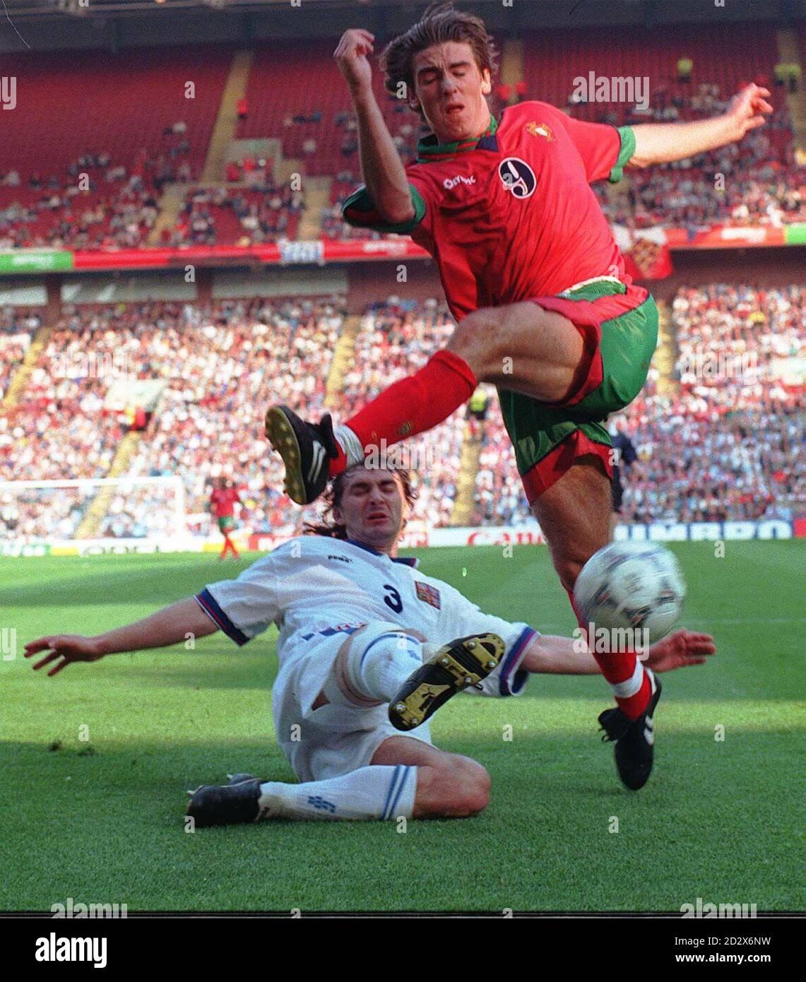 Czech Republic's Jan Suchoparek intercepts as Portugal's Ricardo Sa Pinto tries to cross into the goal area during tonight's Euro 96 Quarter final at Villa Park. Picture DAVID JONES/PA Stock Photo