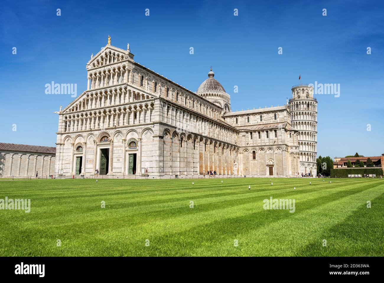 Leaning Tower of Pisa, bell tower of the Cathedral (Duomo di Santa Maria Assunta) in Romanesque style, Piazza dei Miracoli. Tuscany, Italy, Europe. Stock Photo