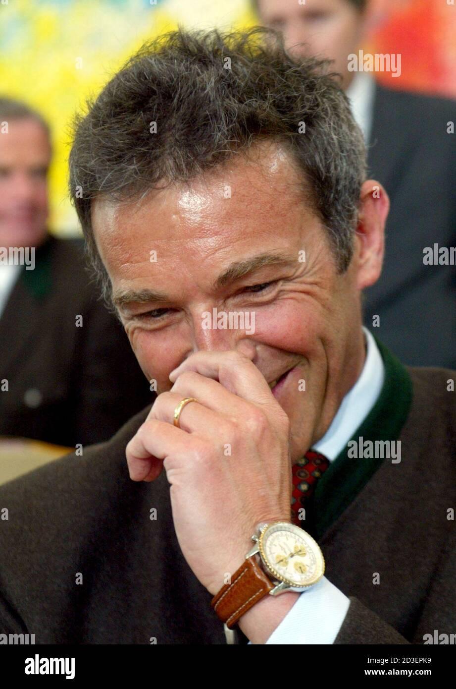 Joerg Haider wurde am Mittwoch,31. Maerz 2004, im Kaerntner Landtag erneut zum Landeshauptmann gewaehlt. REUTERS/Daniel Raunig REUTERS  PR/ Stock Photo