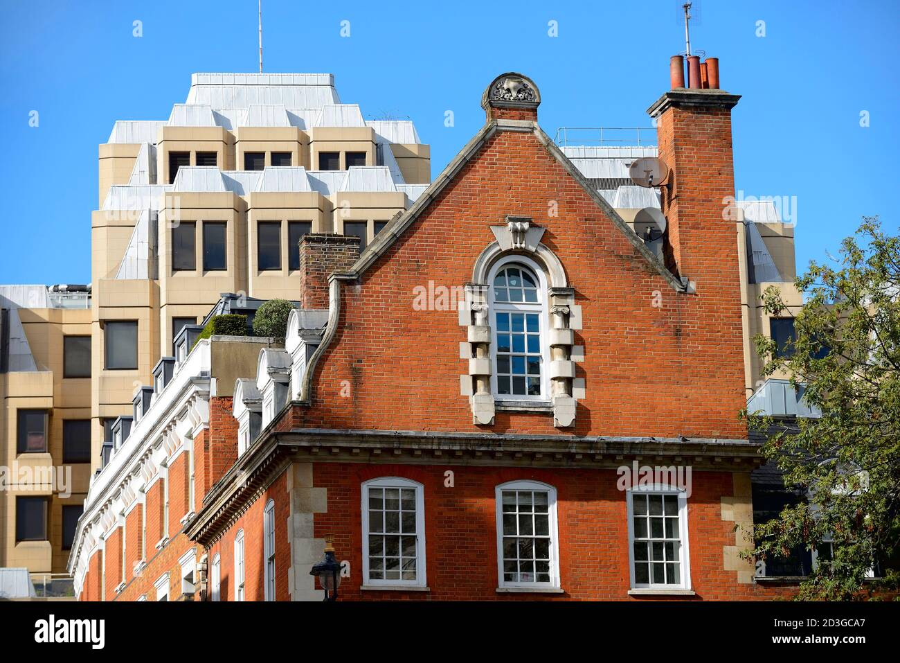 London, England, UK. Contrasting architectural styles: old and new buildings on Bow Street / Long Acre. (90 Long Acre behind) Stock Photo