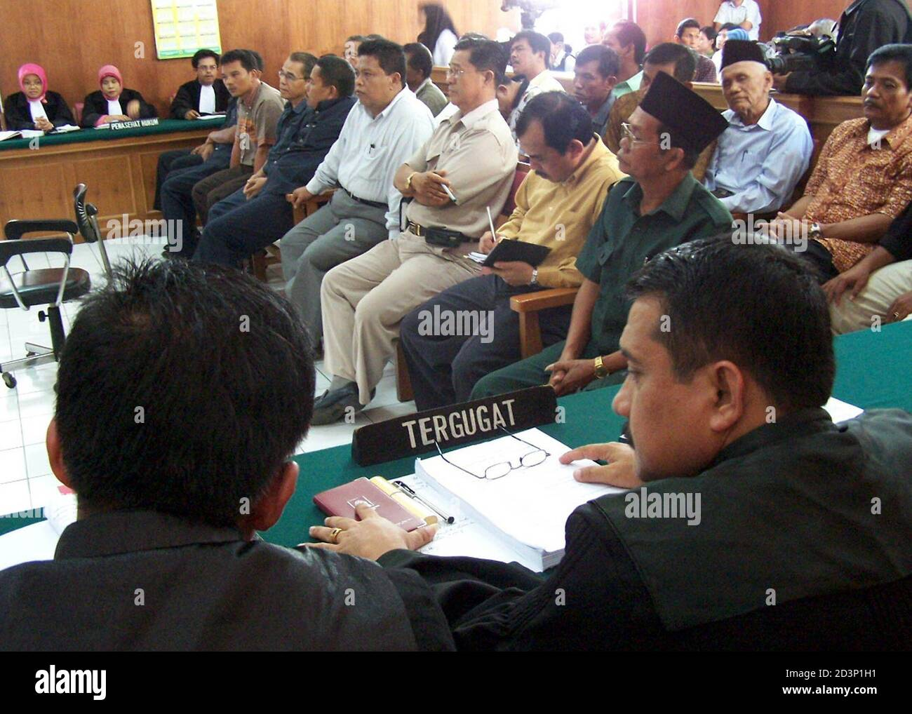 Former Indonesian city councillors sit in a courtroom with their lawyers (front) in Padang, West Sumatra July 27, 2005. An Indonesian court on Wednesday sentenced 27 former city councillors to four years in jail after they were found guilty of corruption, underlining an anti-graft drive by the world's fourth-most populous country. REUTERS/Singgalang-Muhammad Fitrah  DW/CCK Stock Photo
