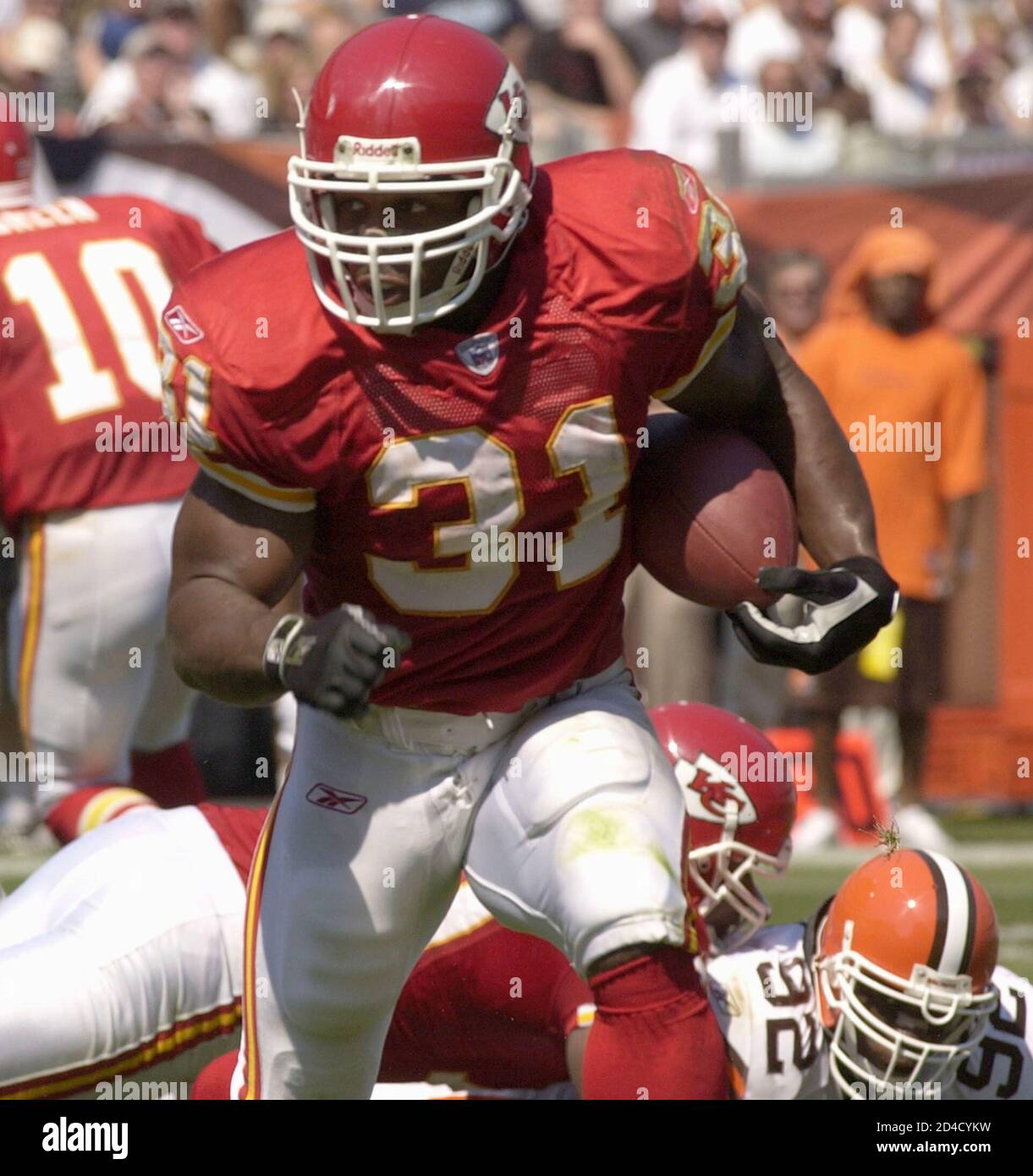 Kansas City Chiefs Running Back Priest Holmes Scores A Touchdown In The Second Quarter Against The Cleveland Browns At Cleveland Browns Stadium September 8 2002 Reuters Ron Kuntz Rk Hb Stock Photo Alamy
