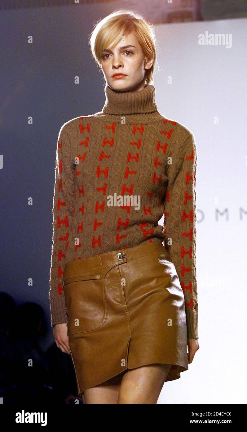 Tan-Linien Brünette Teen Dünne Sexy