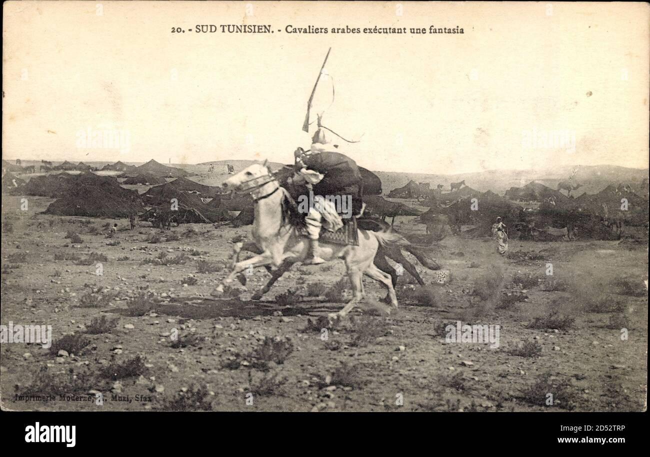 Sud Tunisien, Cavaliers arabes exécutant une fantasia, Tunesische Kavallerie | usage worldwide Stock Photo