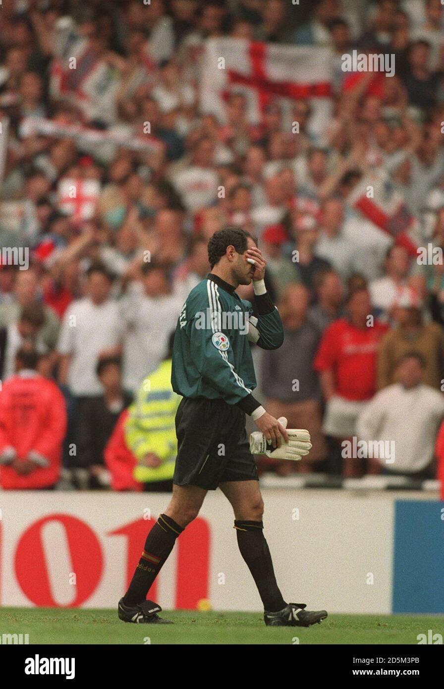 22-JUN-96 ..England v Spain ... Spain's Andoni Zubizarreta walks off dejected after losing to England Stock Photo