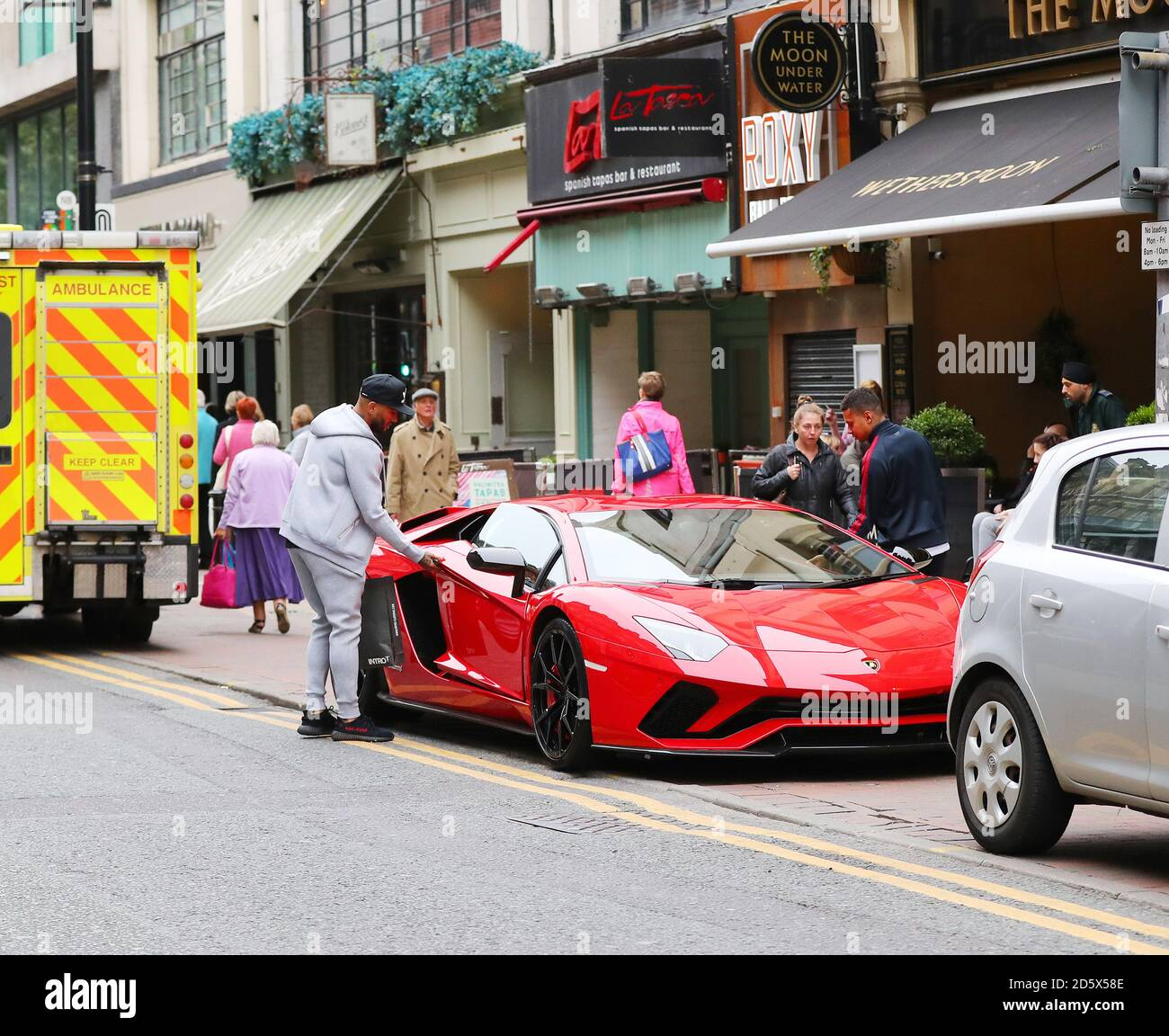 Leicester City S Danny Simpson Parks His Bright Red 400 000 Lamborghini Aventador Lp 740 Sports Car On Deansgate Manchester Stock Photo Alamy